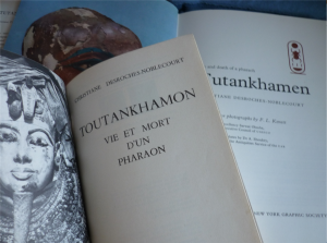 Tutankhamen in French and English