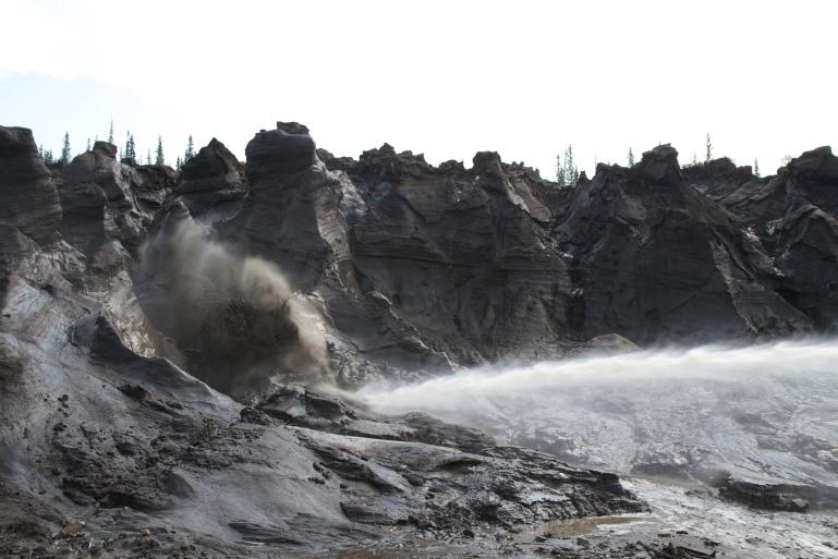 QCreek mine - LOVE THIS - monitor and permafrost - DawsonFieldwork_2011_TKuhn_029