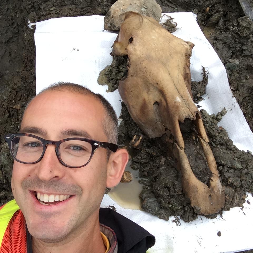 Zazula with horse skull selfie