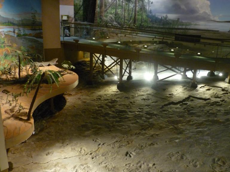 DSP - great view of tracks bridge diorama